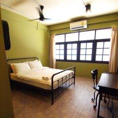 Niras Bankoc Cultural Hostel Стандартный номер с двуспальной кроватью (общая ванная комната)