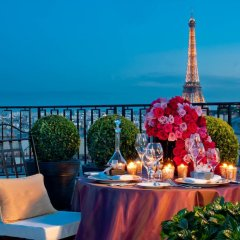 Отель Four Seasons George V Paris балкон