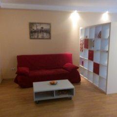 Апартаменты Apartment Red and White комната для гостей фото 3