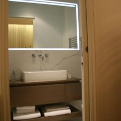 Отель Cirque Deluxe Studio Apartment Франция, Париж - отзывы, цены и фото номеров - забронировать отель Cirque Deluxe Studio Apartment онлайн ванная