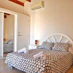 Отель Villa Caryana Испания, Кала-эн-Бланес - отзывы, цены и фото номеров - забронировать отель Villa Caryana онлайн комната для гостей фото 2