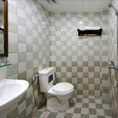 Отель Azalea Homestay 2* Улучшенный номер с различными типами кроватей фото 5