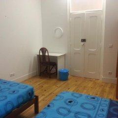 Lisbon Gambori Hostel Стандартный номер с 2 отдельными кроватями (общая ванная комната) фото 2