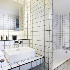 Отель La Maison Champs Elysées Франция, Париж - отзывы, цены и фото номеров - забронировать отель La Maison Champs Elysées онлайн ванная