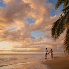 DoubleTree Resort by Hilton Hotel Fiji - Sonaisali Island пляж фото 2