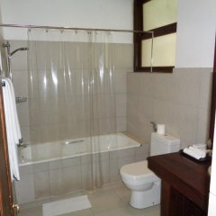 Отель Lakeside At Nuwarawewa Анурадхапура ванная