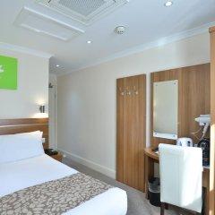 Отель Bayswater Inn сейф в номере