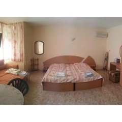 Апартаменты Sunny Fort Studio Солнечный берег комната для гостей