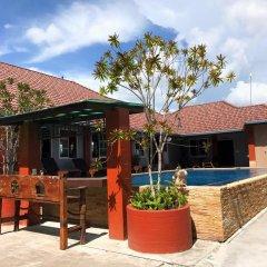 Отель Benwadee Resort бассейн