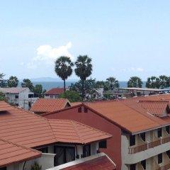 Отель Jomtien Beach Guesthouse Паттайя бассейн
