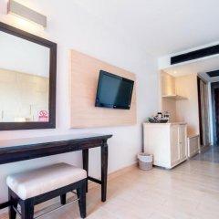 Отель Sea Breeze Jomtien Resort 4* Улучшенный номер с различными типами кроватей фото 12