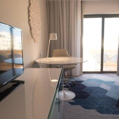 Отель Hilton Malta 5* Номер Делюкс с различными типами кроватей фото 9