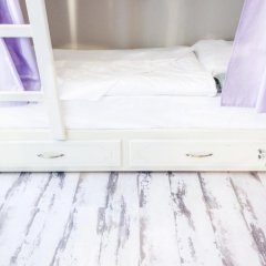 Волхонка хостел Кровать в общем номере с двухъярусными кроватями
