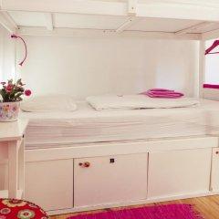 Lisbon Chillout Hostel Кровать в женском общем номере