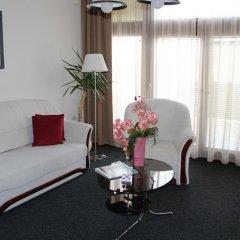 Отель Timpa Apartmanház & Dr. Strecker Villa комната для гостей фото 2