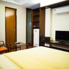Отель Baan Silom Soi 3 2* Улучшенный номер с разными типами кроватей фото 25