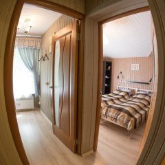 Гостевой дом У пруда Апартаменты с 2 отдельными кроватями фото 20