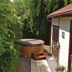 Отель Exmoor Gate Lodges бассейн