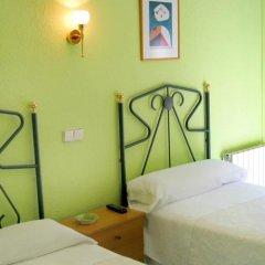 Отель Hostal Residencia Fernandez Испания, Мадрид - отзывы, цены и фото номеров - забронировать отель Hostal Residencia Fernandez онлайн комната для гостей