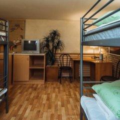 Отель Ред Хаус Кровать в общем номере фото 4