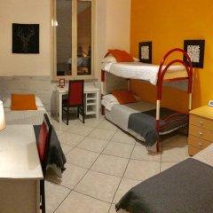 Отель Overseas Guest House Кровать в общем номере с двухъярусной кроватью фото 2