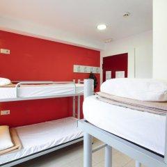 Center Valencia Youth Hostel Кровать в общем номере с двухъярусной кроватью фото 9