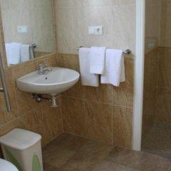 Отель Hostal Kokkola Испания, Фуэнхирола - отзывы, цены и фото номеров - забронировать отель Hostal Kokkola онлайн ванная