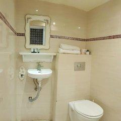 Отель Central 2* Номер категории Эконом с двуспальной кроватью фото 13