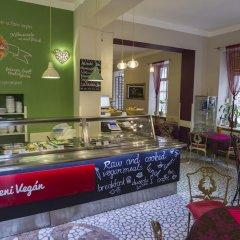 Santico Art Hostel And Guesthouse Будапешт гостиничный бар