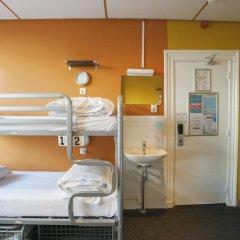 Отель The Flying Pig Uptown Кровать в общем номере с двухъярусной кроватью фото 11