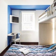 Отель hotelF1 Paris St Ouen Marché aux Puces Стандартный номер с различными типами кроватей (общая ванная комната)