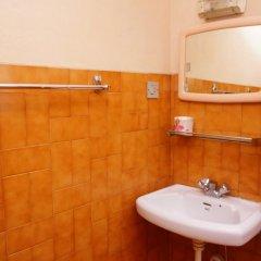 Отель Happiness Guest House Непал, Катманду - отзывы, цены и фото номеров - забронировать отель Happiness Guest House онлайн ванная фото 2