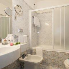 Отель IH Hotels Milano Ambasciatori 4* Улучшенный номер с различными типами кроватей фото 7