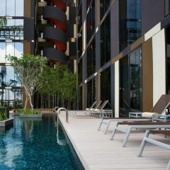 Отель Crowne Plaza Changi Airport Сингапур бассейн
