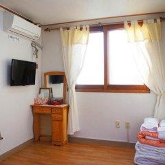 Отель Yeonwoo Guesthouse Стандартный номер с различными типами кроватей фото 6