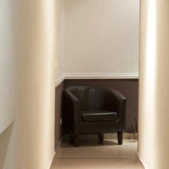 Отель Hostal Zabala сейф в номере