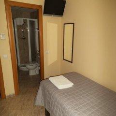 Отель Hostal Sant Sadurní Стандартный номер с различными типами кроватей фото 6