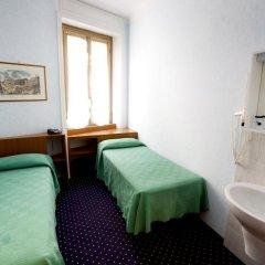 Отель Adriatic 2* Стандартный номер с 2 отдельными кроватями (общая ванная комната)