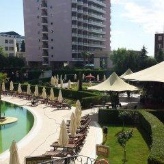 Отель Royal Beach Apartment Болгария, Солнечный берег - отзывы, цены и фото номеров - забронировать отель Royal Beach Apartment онлайн бассейн фото 3