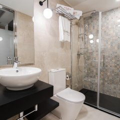 Отель Petit Palace Puerta Del Sol Мадрид ванная