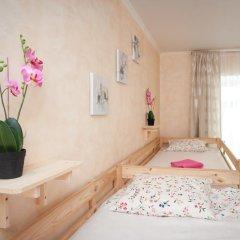 Europa Hostel Кровать в женском общем номере с двухъярусной кроватью