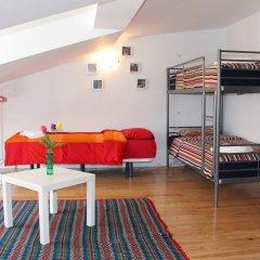 Отель Inn Chiado Кровать в общем номере с двухъярусной кроватью