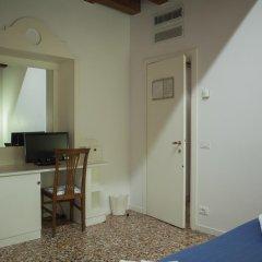 Отель Locanda Ai Santi Apostoli 3* Стандартный номер с различными типами кроватей фото 12