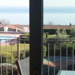 Отель Montecolo Resort Манерба-дель-Гарда балкон