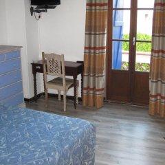 Отель Hôtel Villa la Malouine 2* Улучшенный номер с различными типами кроватей фото 4