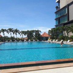 Отель Blue Ocean Suite Паттайя бассейн