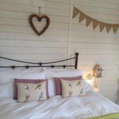 Отель The Little Hide - Grown Up Glamping Бунгало с различными типами кроватей фото 19