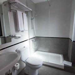 Отель Medicis Испания, Барселона - 8 отзывов об отеле, цены и фото номеров - забронировать отель Medicis онлайн ванная фото 2