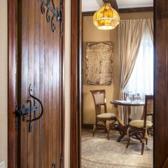Historical Hotel Fortetsya Hetmana 4* Люкс с различными типами кроватей фото 15