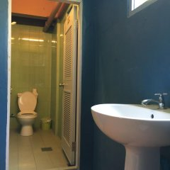 Отель Blue Chang House 3* Кровать в общем номере фото 4